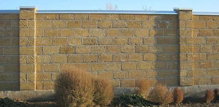 забор из камня ракушки